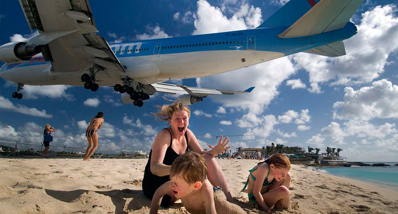 Amazing aircraft landing in Saint Marteen